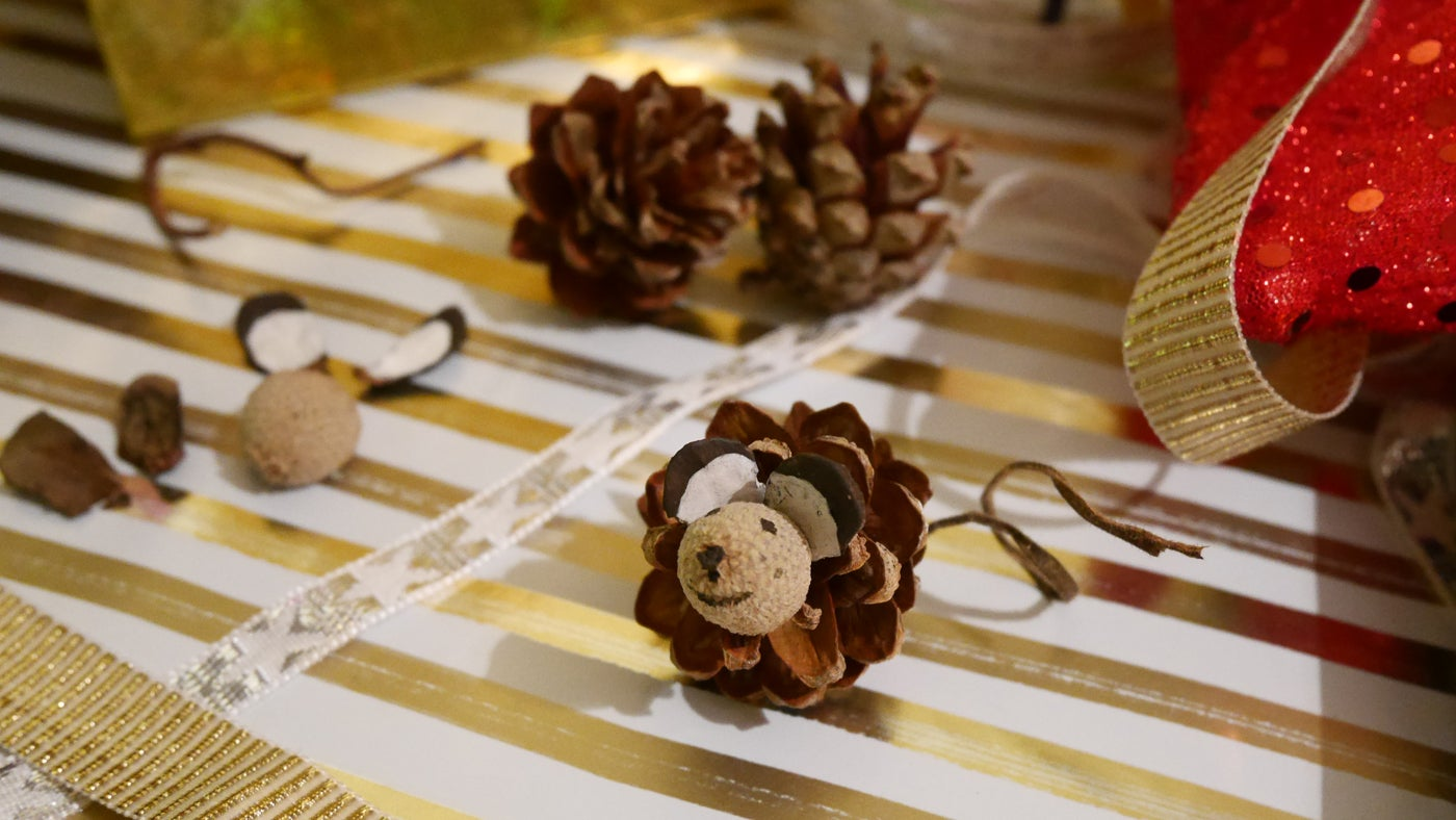 Christmas crafts how-to guides