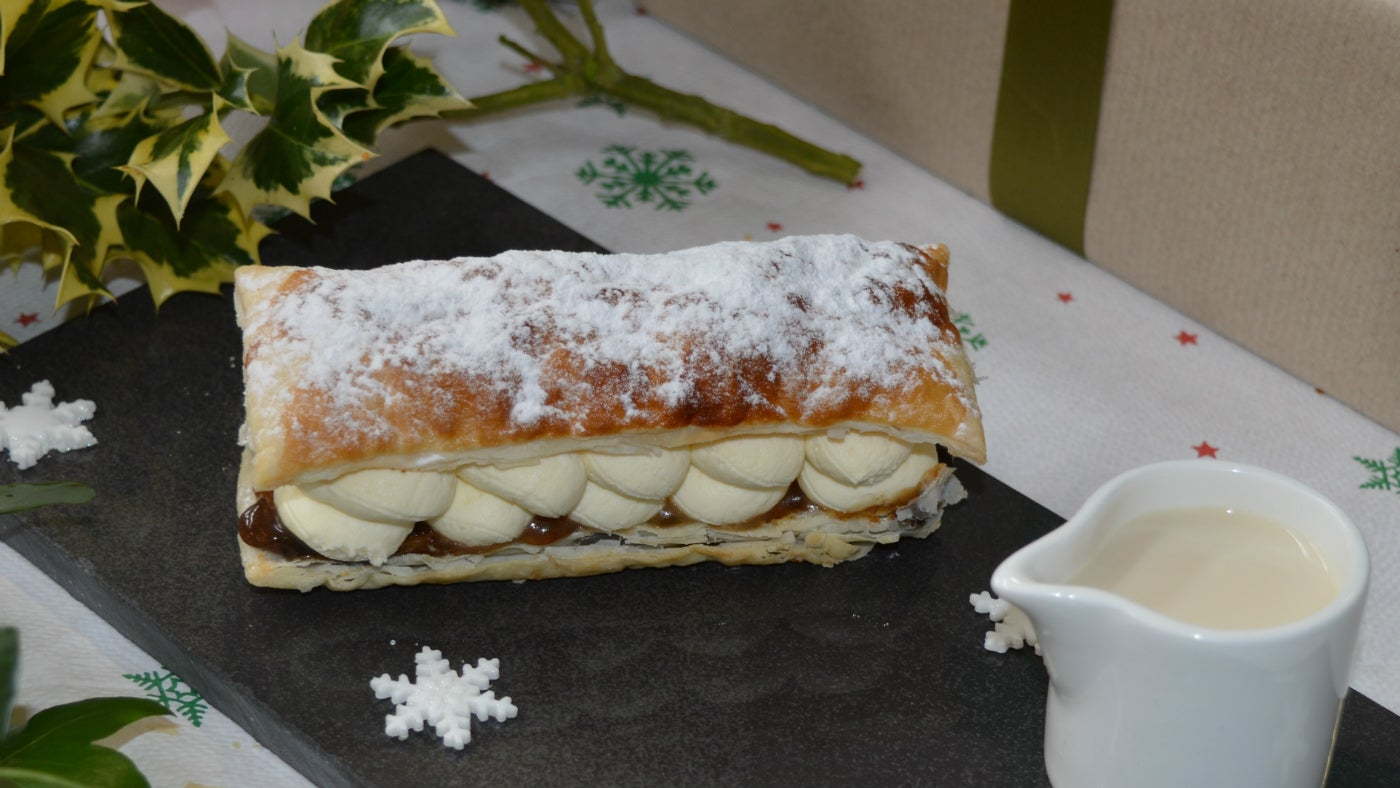 Christmas Feuille with cream
