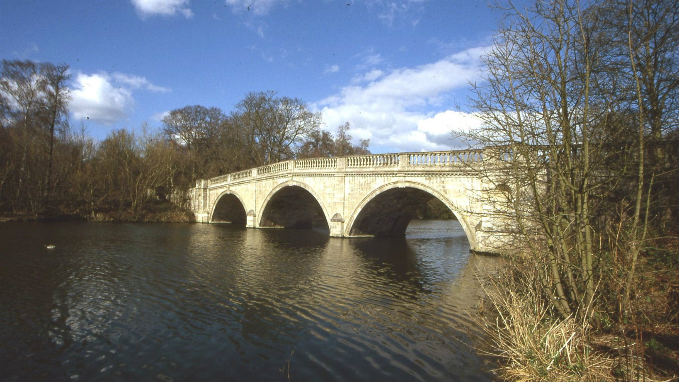 Clumber Bridge was designed by Stephen Wright (also responsible for the Walled Kitchen Garden). It was built in 1770 in the Palladian style.
