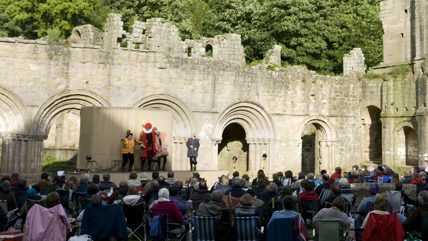 Illyria Theatre Company actors on stage during an outdoor theatre