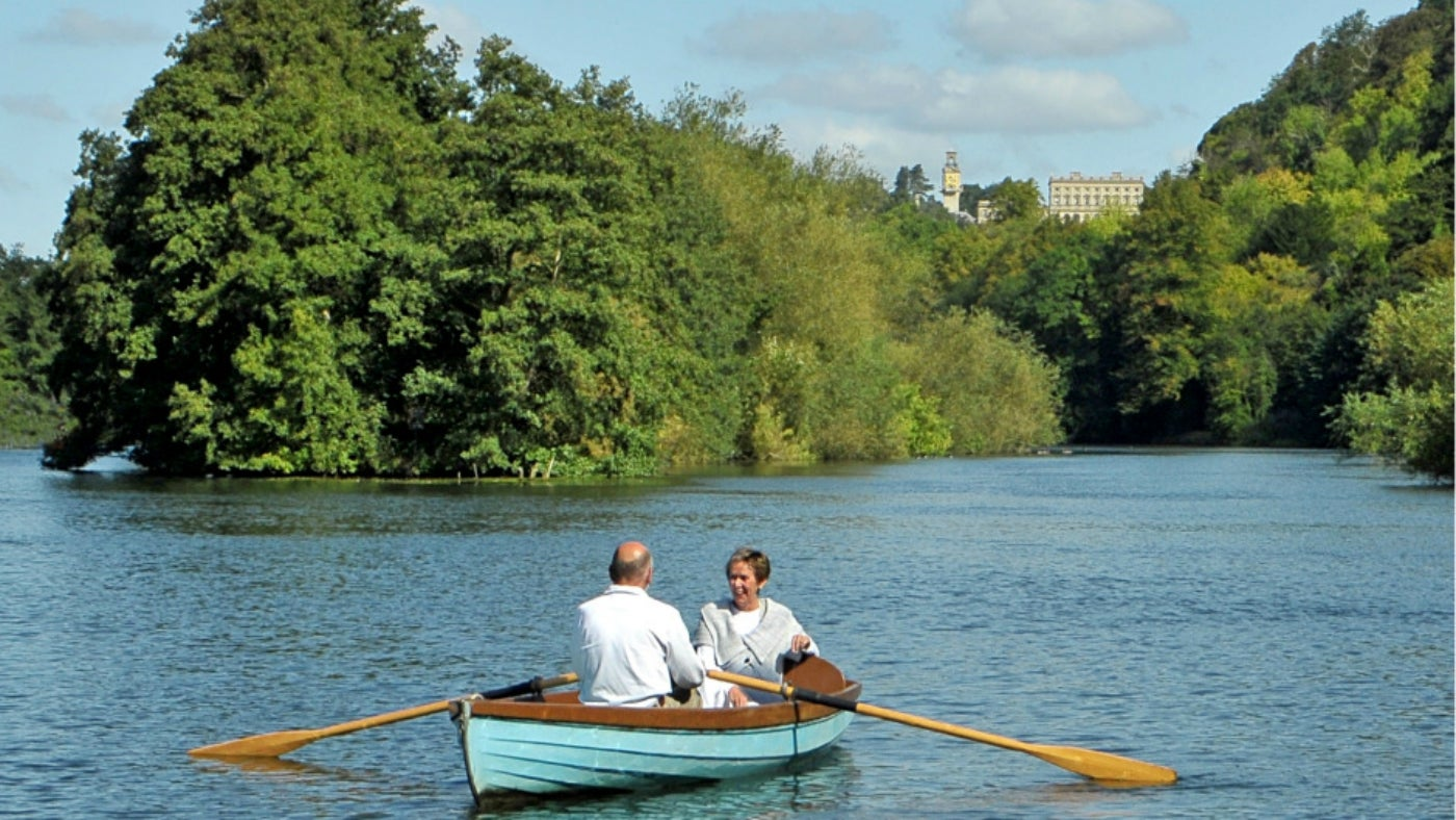 Rowing at Cliveden Reach on the River Thames.
