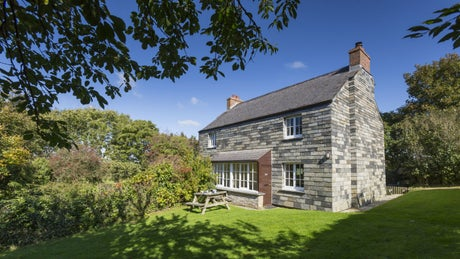 The exterior of Meadow Cottage, Lanteglos-by-Fowey, Cornwall