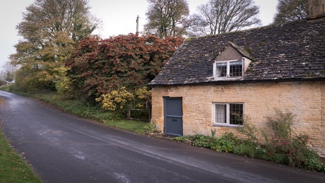 The pretty exterior of Diston's Cottage, Snowshill, Gloucestershire