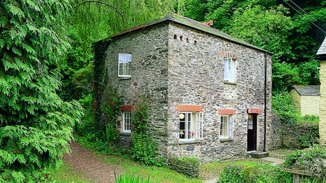 The exterior of Pont Creek Cottage, Pont Pill, Cornwall