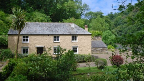 The exterior of The Farm House, Pont Pill, Cornwall