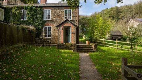 The exterior of Downhouse Farm Cottage, near Bridport, Dorset