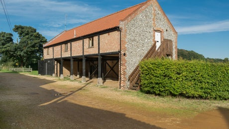 The pleasant exterior of 4 Cart Lodge Barns, Upper Sheringham, Norfolk
