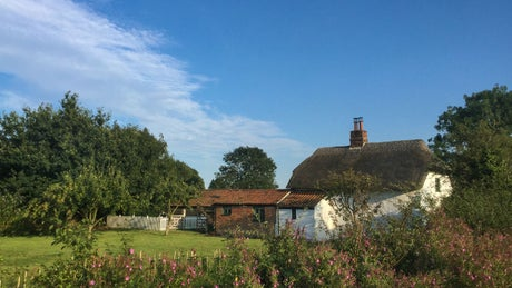 The whitewashed exterior of Whitegates Cottage, nr Skegness, Lincolnshire