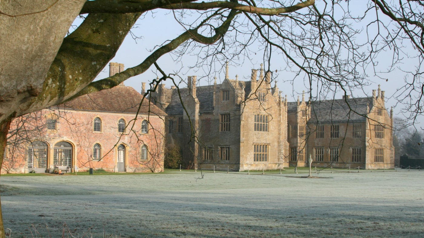Barrington Court frosty day