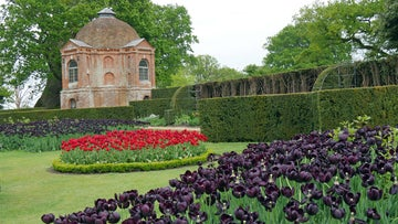 The summerhouse garden at The Vyne in spring
