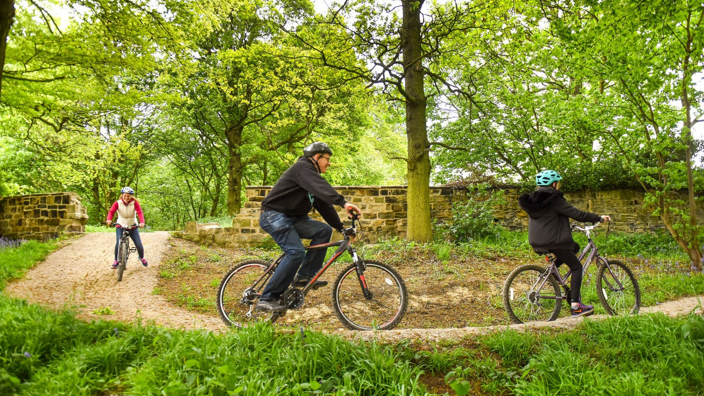 Families on the blue cycle trail at Nostell