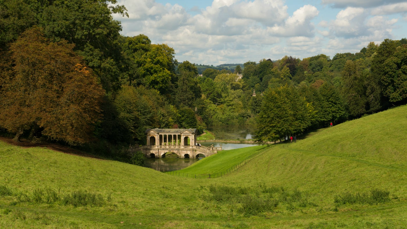 Autumn colours frame the Palladian Bridge
