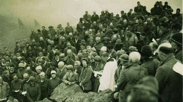 Archive photo of people gathered on Great Gable Summit in 1923
