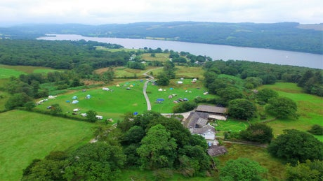 Hoathwaite Campsite offers a stunning location by the shores of Coniston