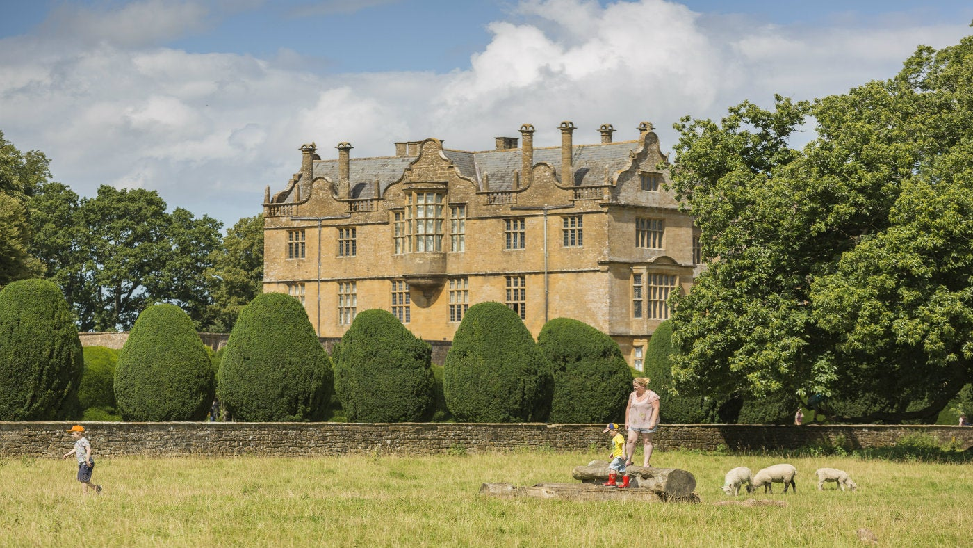 Spring walks at Montacute House
