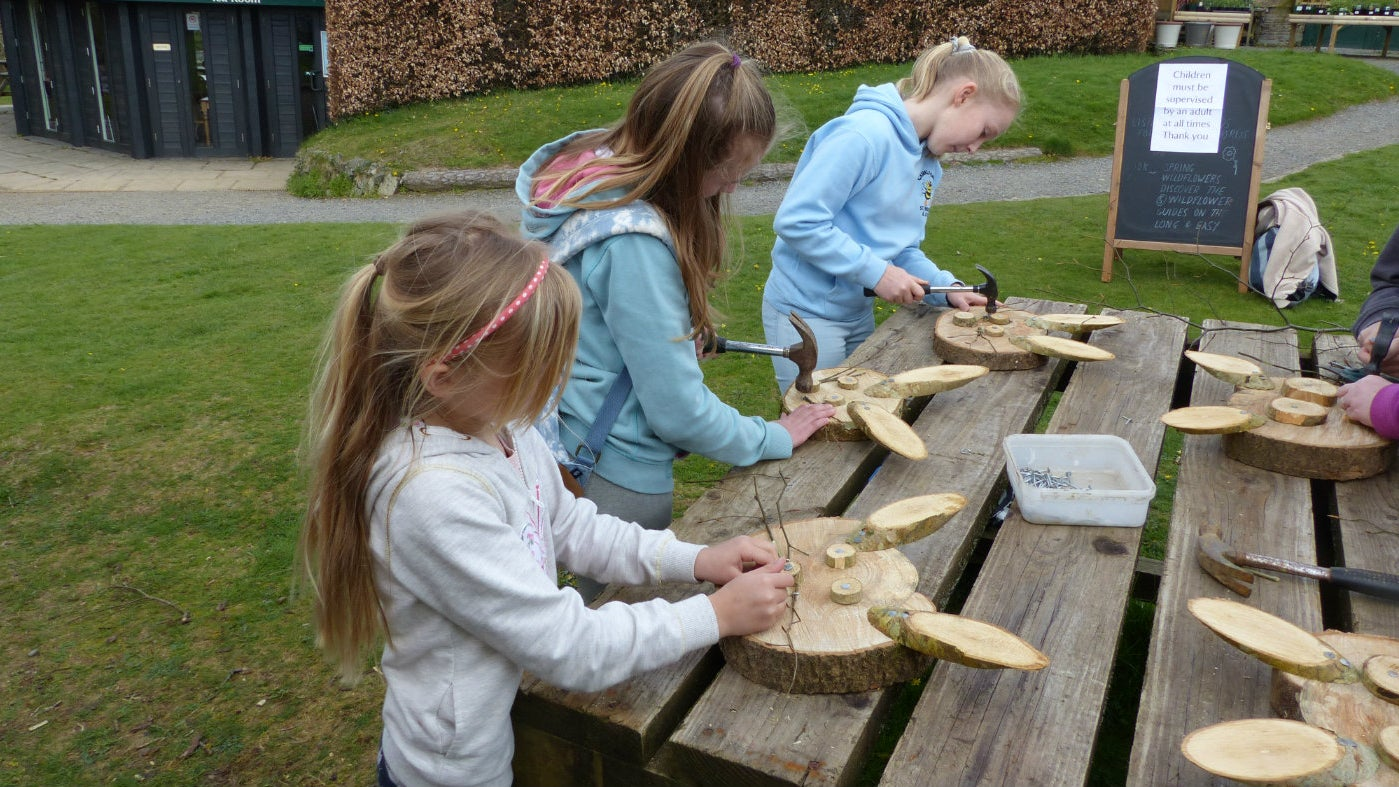 Making woodland faces with local wood and hand tools