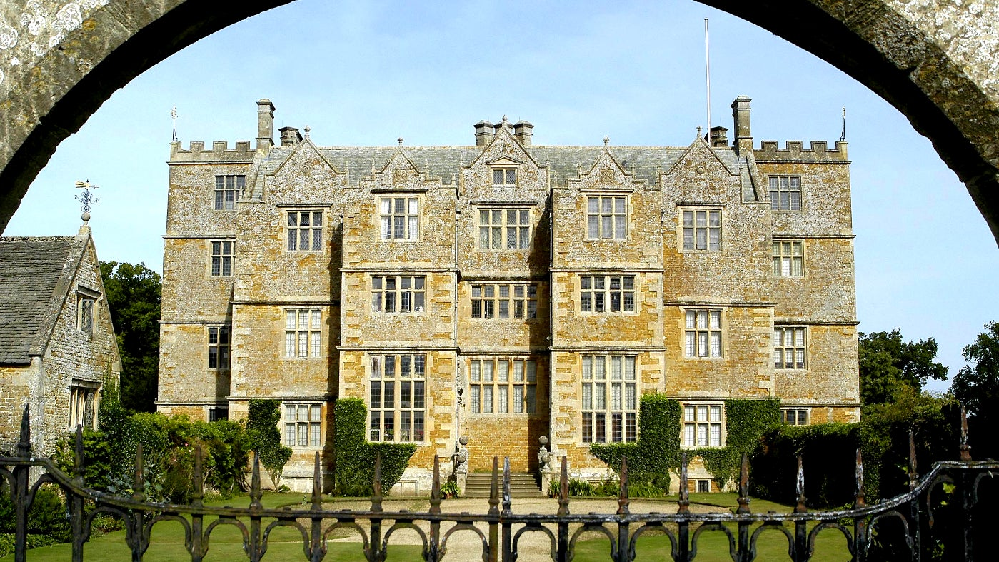 Chastleton House through the front gate