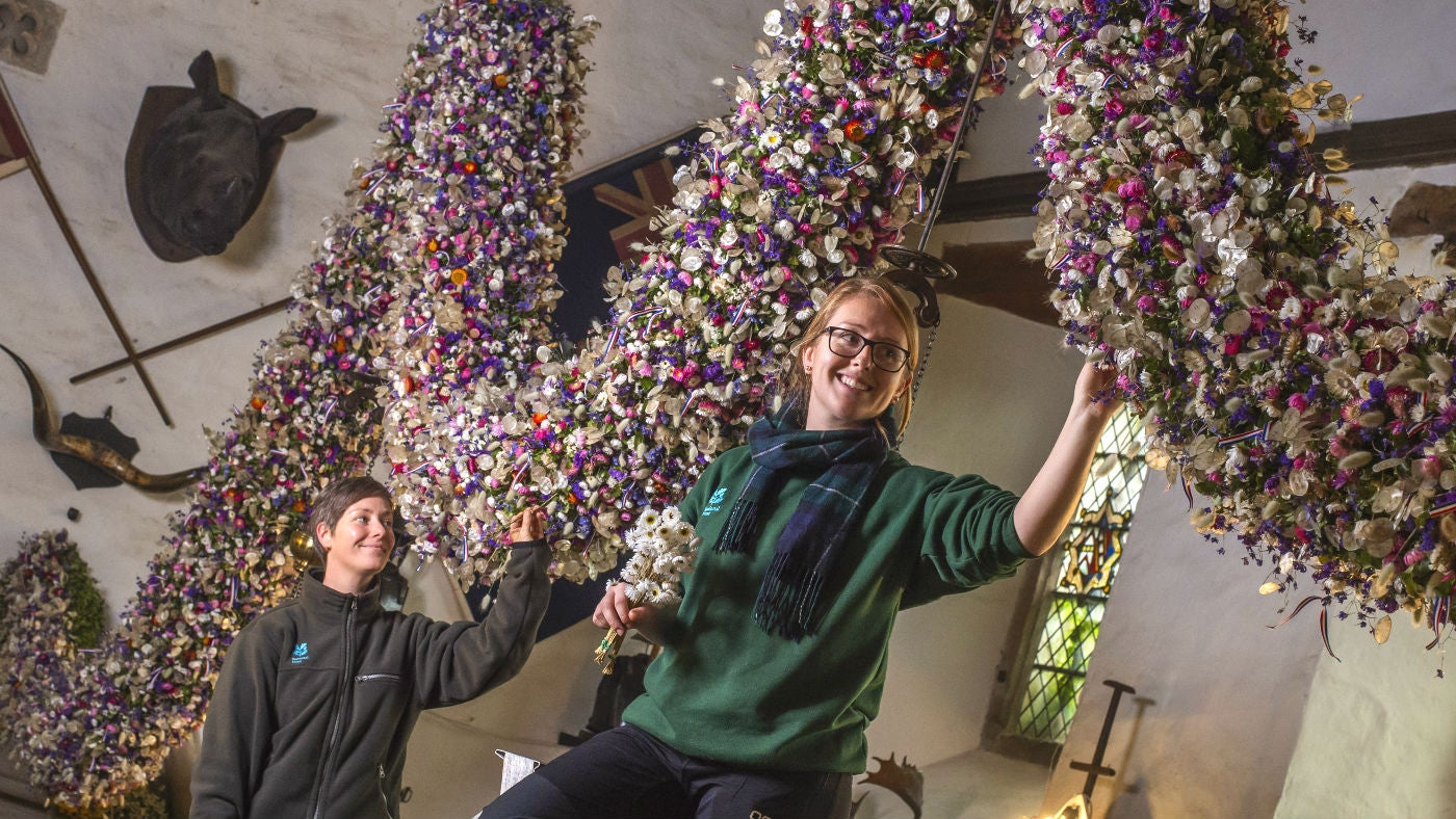 Making Cotehele's Christmas 2018 garland