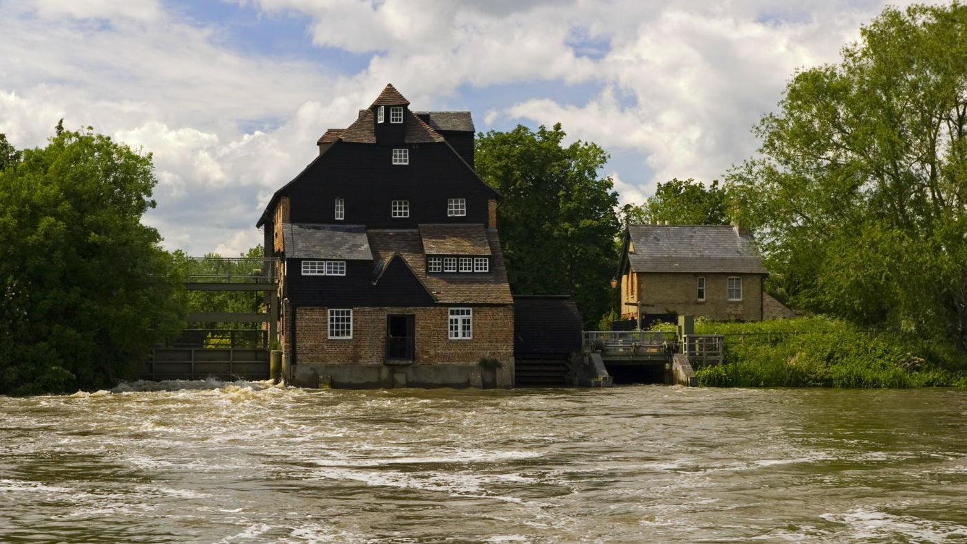 Exterior view of Houghton Mill on the River Ouse