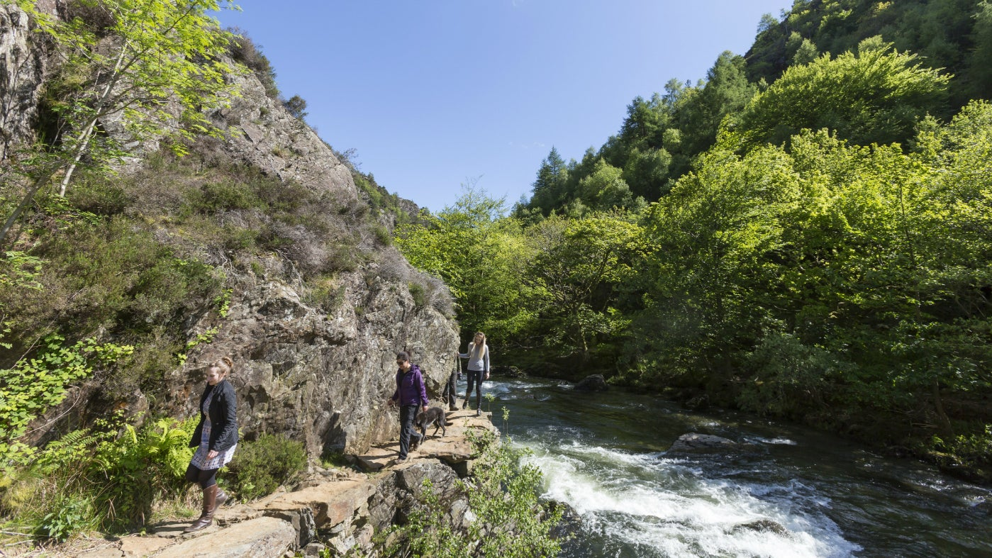 Walkers on the fisherman's path, Beddgelert